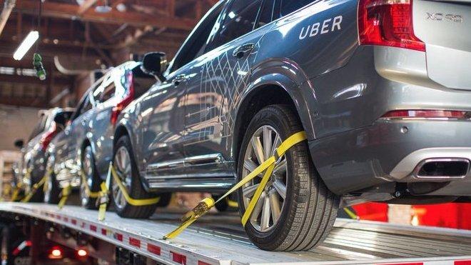 Autonomní vozidla společnosti Uber (Twitter: Doug Ducey)