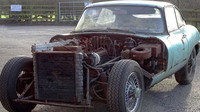 Zbědovaný Jaguar E-Type z roku 1965