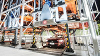 Ford spustil obří automaty na výdej automobilů