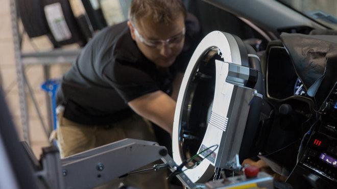 K testování nového modelu Avalon využila Toyota speciálního robota