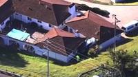Majitelé domu si Hondy zaparkované na střeše vůbec nevšimli