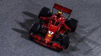 KImi Räikkönen je Lewisovi Hamiltonovi těsně v patách