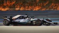 Lewis Hamilton s Mercedesem W09 v Bahrajnu