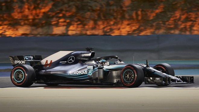 Hamilton bude pokračovat s Mercedesem i příští rok, tvrdí Lauda.
