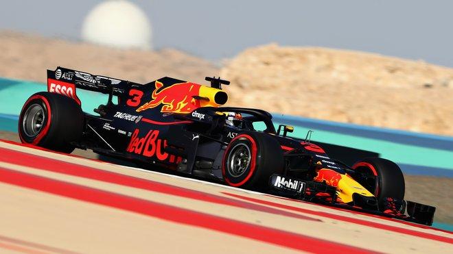 Daniel Ricciardo s Red Bullem RB14 v Bahrajnu