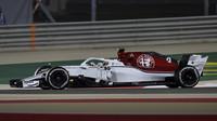 Marcus Ericsson v závodě v Bahrajnu