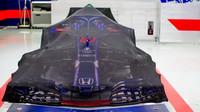 Vůz Toro Rosso nachystán na závod v Bahrajnu
