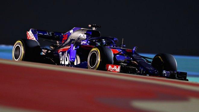 Brendon Hartley s vozem Toro Rosso STR13 v Bahrajnu