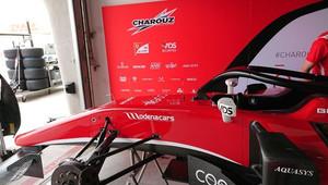 Boxy stáje Charouz Racing Systém při závodě v Bahrajnu