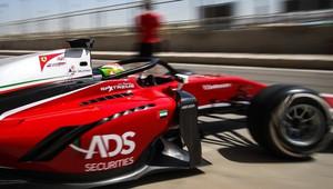 Švýcarský jezdec Louis Delétraz v obou bahrajnských závodech sahal po bodech
