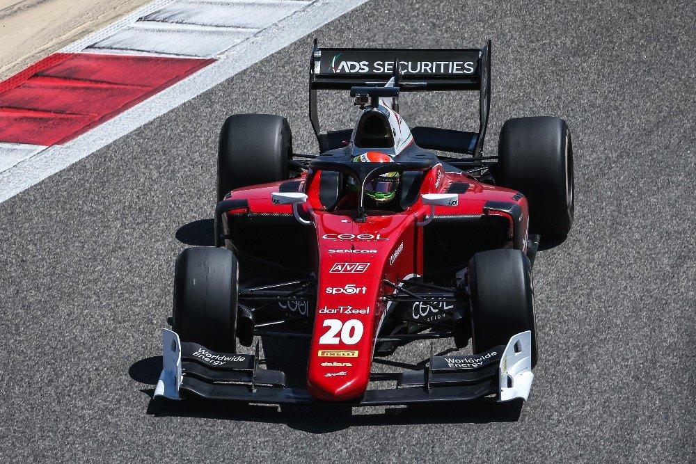Švýcarský jezdec Louis Delétraz z týmu Charouz Racing Systém v obou bahrajnských závodech sahal po bodech