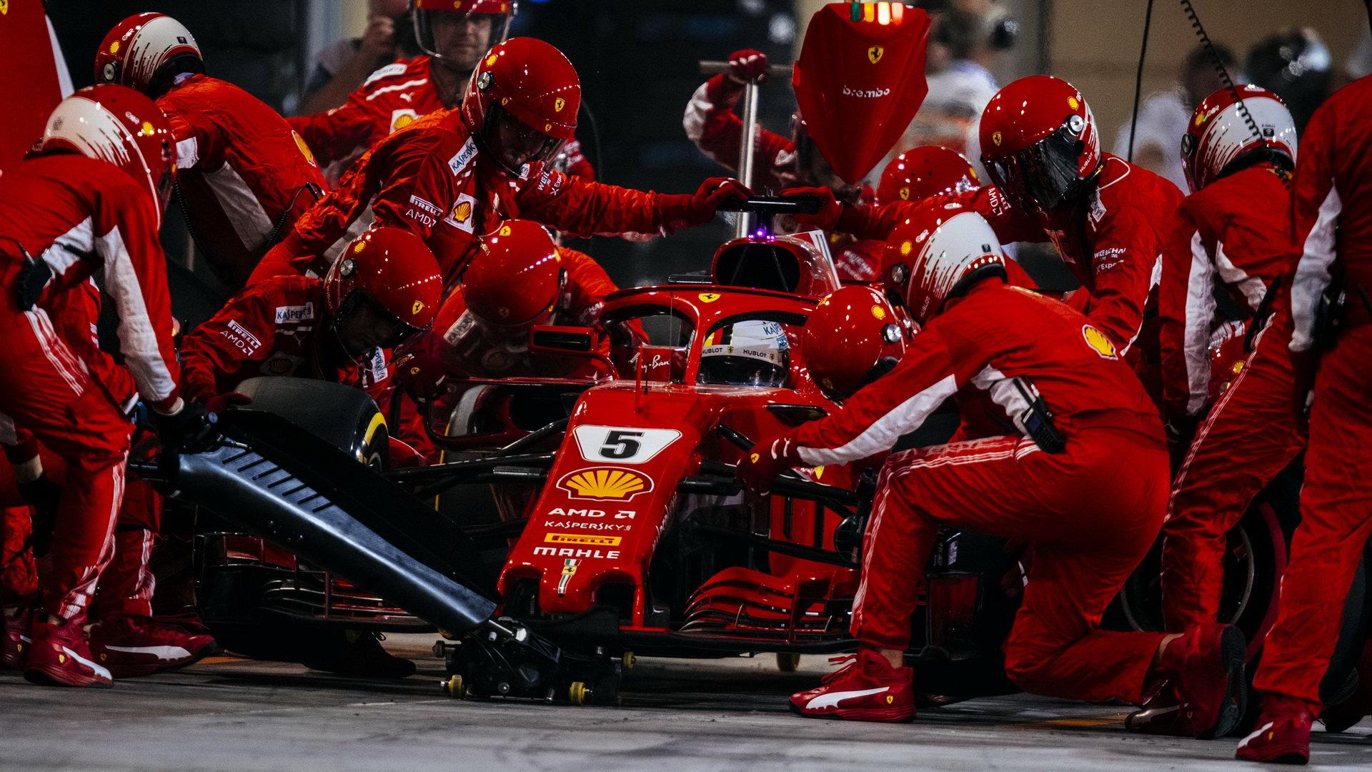 Sebastian Vettel možnost zajet do boxů pro čerstvé pneumatiky nedostal