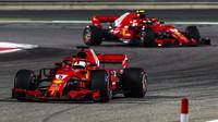 Sebastian Vettel a Kimi v závodě v Bahrajnu