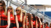 Grid girls se staly součástí řady závodů - a pořadatelé ani sponzoři se jich vzdát nechtějí