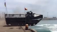 Indonéská armáda prezentuje své obojživelné vyloďovací transportéry