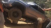 Toyota Tacoma přišla v terénu o zadní nápravu