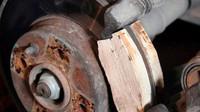 Dřevěné brzdové destičky byly po určitou dobu až překvapivě účinné
