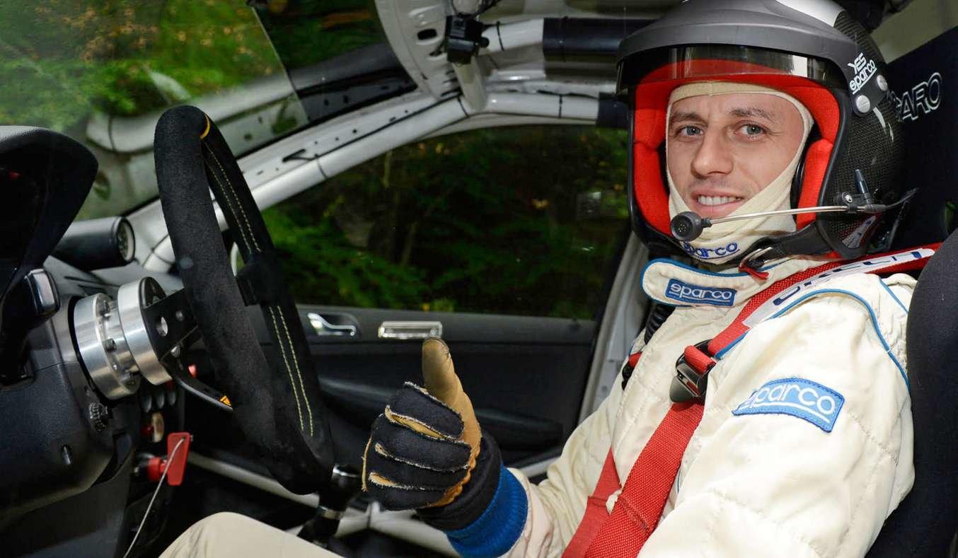 Za volant elektrického Golfu GTI usedne zkušený jezdec Sorin Ghisoi