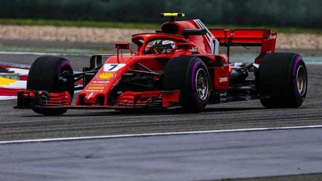 Kimi Räikkönen s Ferrari SF71H v Číně