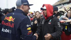 Max Verstappen a Lewis Hamilton v Číně