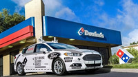 Společnost Domino's využívá k doručování pizzy autonomní vozidla Ford Fusion