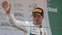 Valtteri Bottas vna pódiu po závodě v Číně