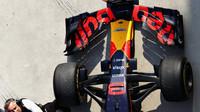 Přední křídlo vozu Red Bull RB14 - Renault po závodě v Číně