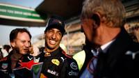 Daniel Ricciardo se raduje z vítězství po závodě v Číně