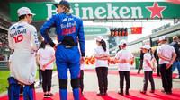 Brendon Hartley a Pierre Gasly před závodem v Číně