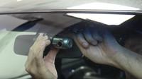 Kamera umístěná za čelním sklem automobilu