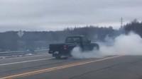 Řidič Fordu Ranger zařadil v rychlosti 64 km/h zpátečku