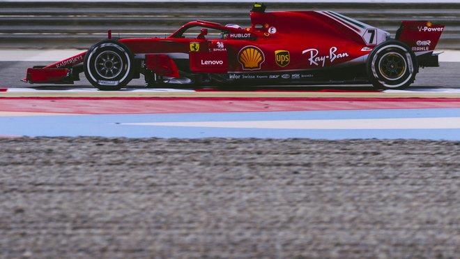 Kimi Räikkönen předvádí lepší výkony než loni, Ferrari je i díky jeho zásluze před Mercedesem