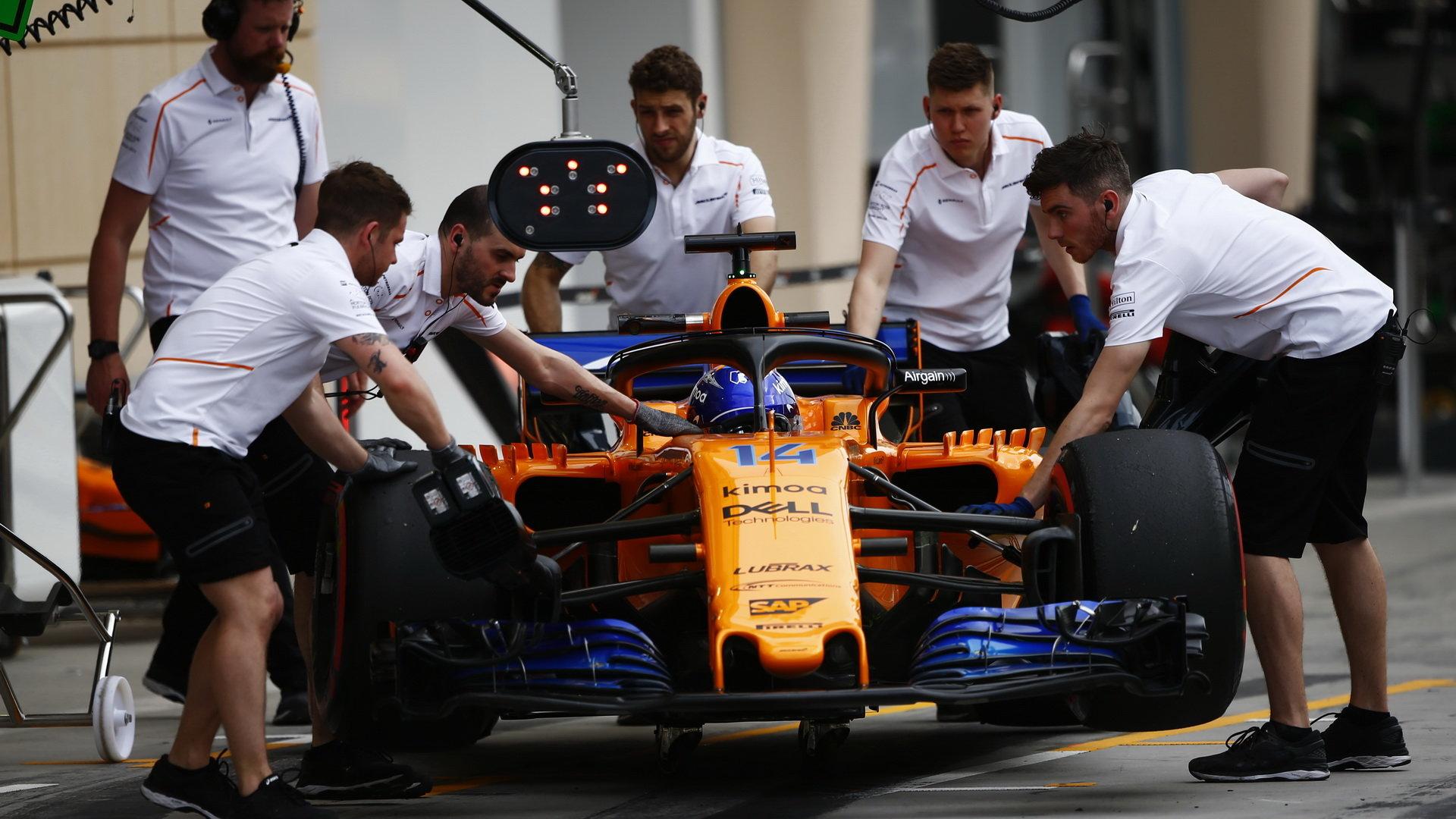 Fernando Alonso v tréninku v Bahrajnu