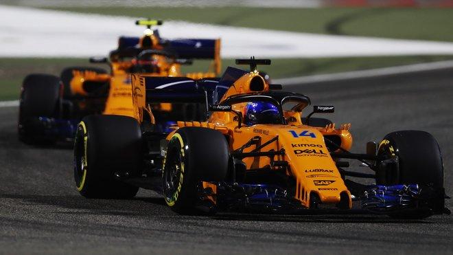 Fernando Alonso a Stoffel Vandoorne v tréninku v Bahrajnu