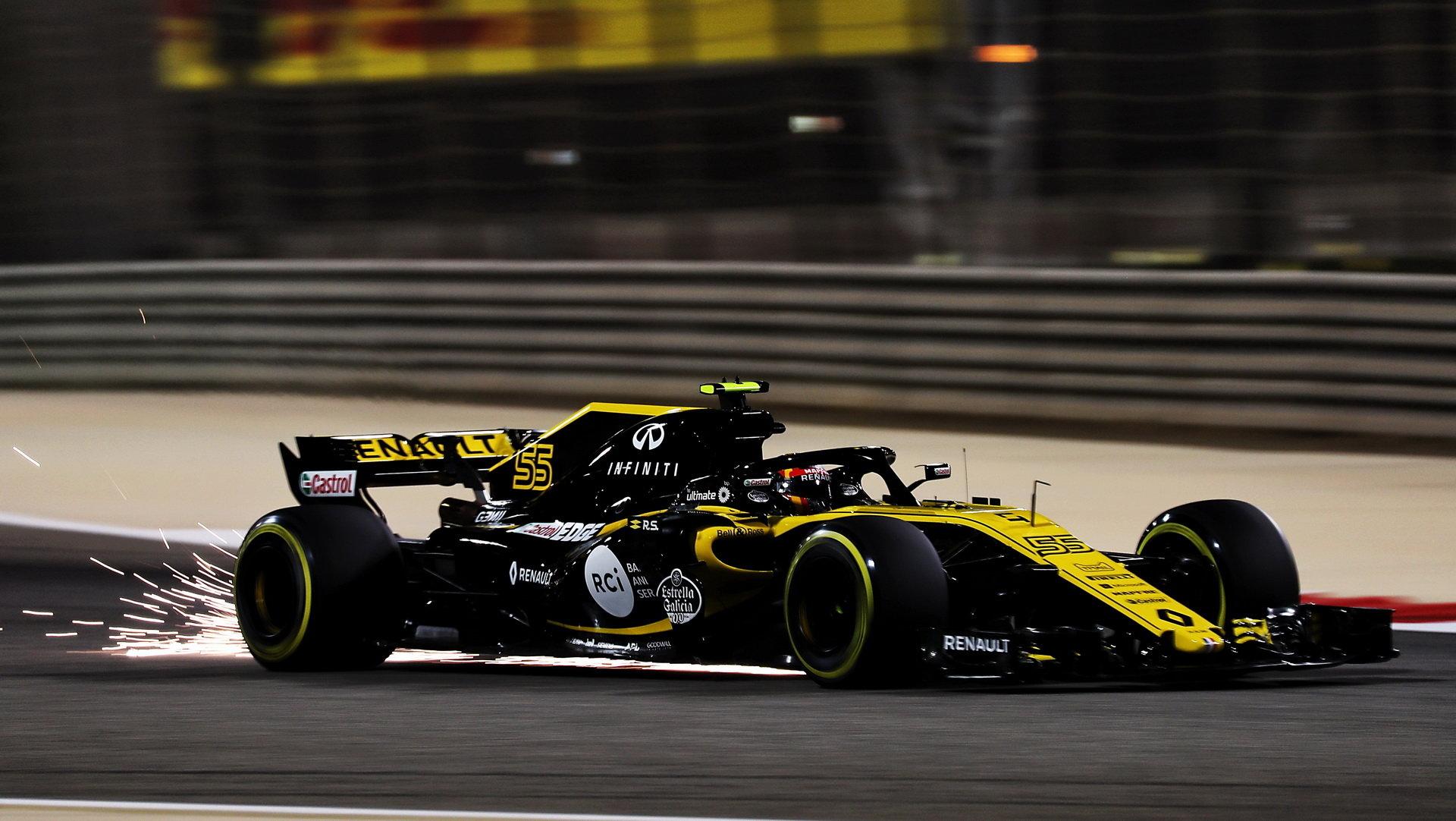 Carlos Sainz v tréninku v Bahrajnu