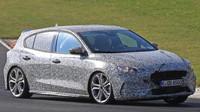 Záběry z testování nového Fordu Focus ST