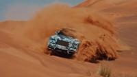 Nový Rolls-Royce během testování v pouštních dunách poblíž Dubaje