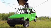 Svérázný Rus si postavil létající auto, křídla byste u něj hledali marně - anotační foto