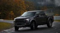 Obří pick-up na závodním okruhu? Ford Raptor předvedl na Nürburgringu neuvěřitelnou jízdu - anotační foto