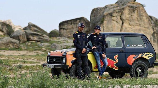Hvězdy závodní stáje Red Bull si vyzkoušeli závody v Ladě Niva