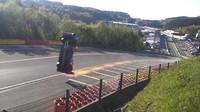 Ruský závodník předvedl těžko uvěřitelný kousek, ze kterého vyvázl nezraněn