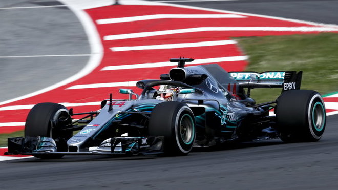 Lewis Hamilton nenašel v kvalifikaci soupeře