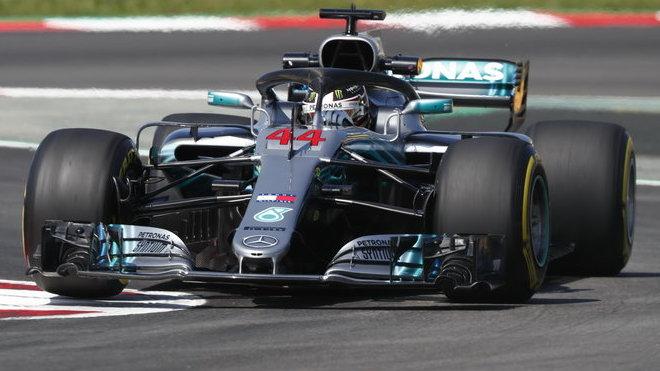 Lewis Hamilton v tréninku ve Španělsku