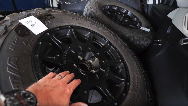 Instalací velkých a těžkých pneumatik přišlo Subaru o pěkných pár koní