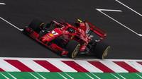 KImi Räikkönen při použití DRS v kvalifikaci ve Španělsku
