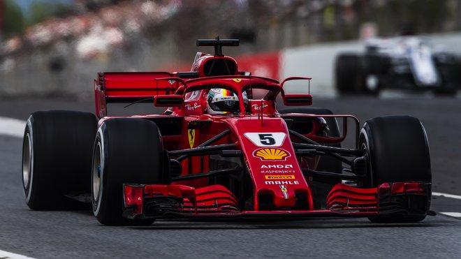 Umístění zrcátek v podání Ferrari má nejspíš odzvoněno