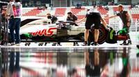 Romain Grosjean v kvalifikaci ve Španělsku