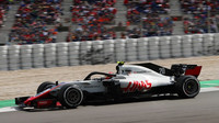 Kevin Magnussen v závodě ve Španělsku