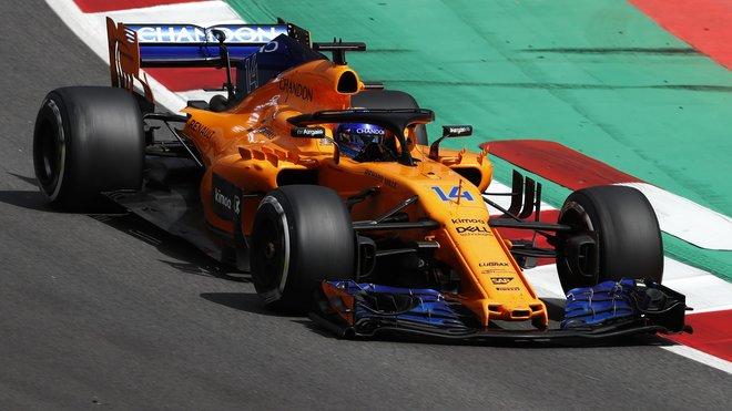 Fernando Alonso s McLarenem MCL33 poháněným motorem Renault