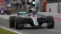Lewis Hamilton v kvalifikaci ve Španělsku